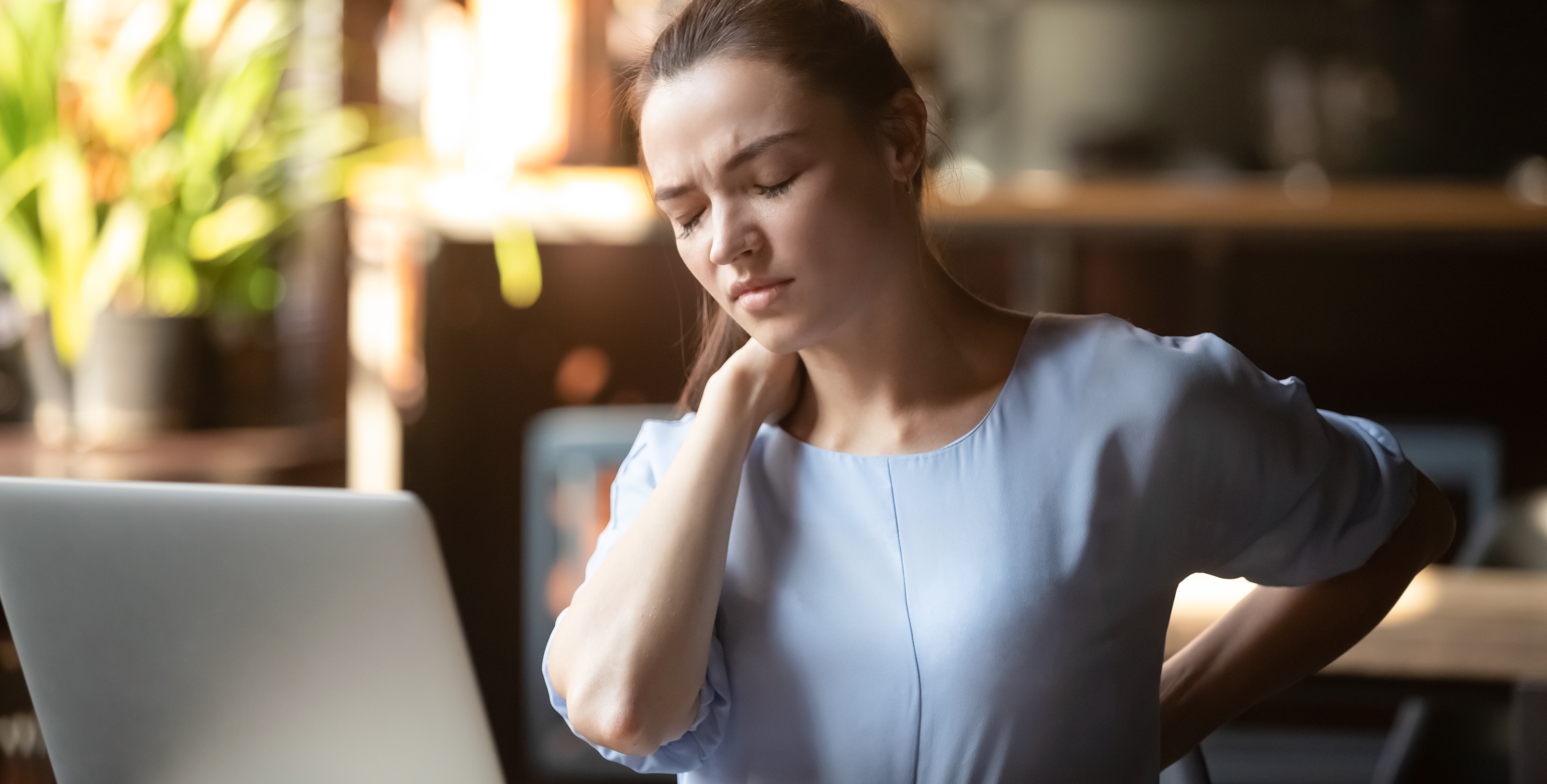 En ergonomisk riktig arbeidsstasjon kan bidra til å forebygge smerte