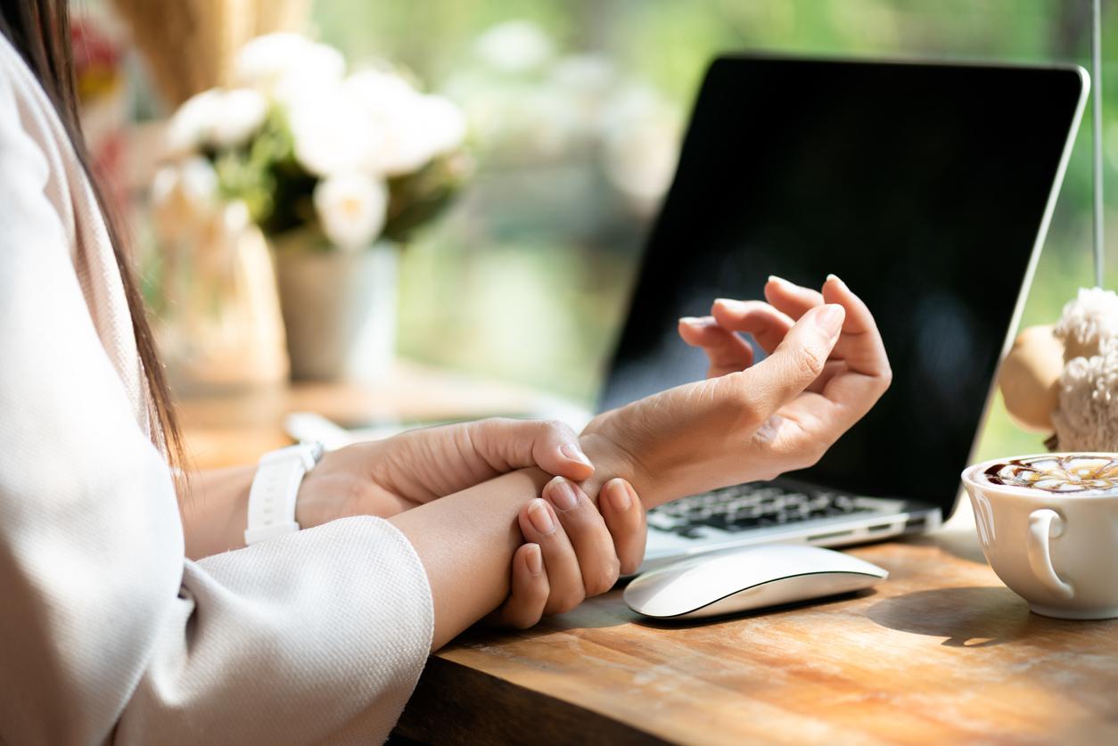 Fjern smerter i håndledd, nakke og skuldre, enten du jobber hjemmefra eller er tilbake på kontoret.